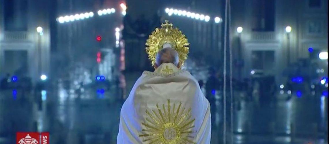 papa-francesco-prega-per-la-fine-della-pandemia-1-b