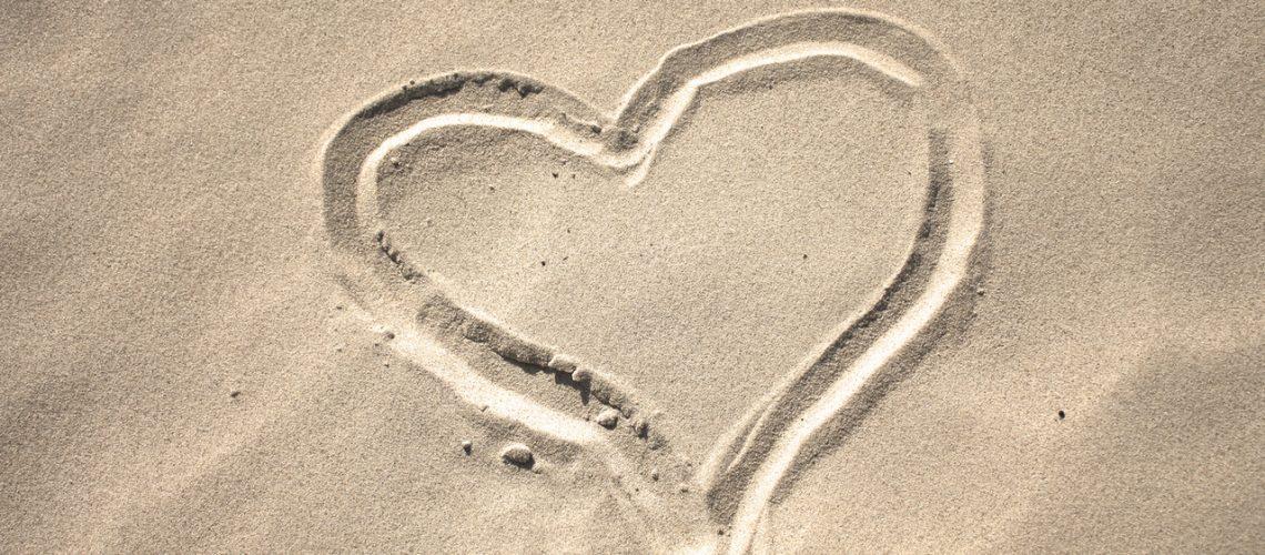 sand-heart-1-1244230-1279x852